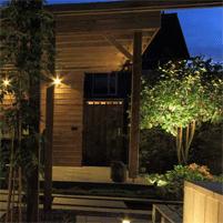 Plaatsen van verlichting buiten in uw tuin in Evergem